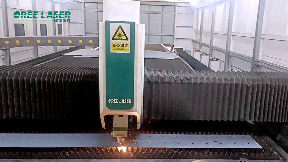 Mais duas máquinas! Operação eficiente de equipamento de corte a laser de 10.000 watts na linha de produção de Qingdao(图1)