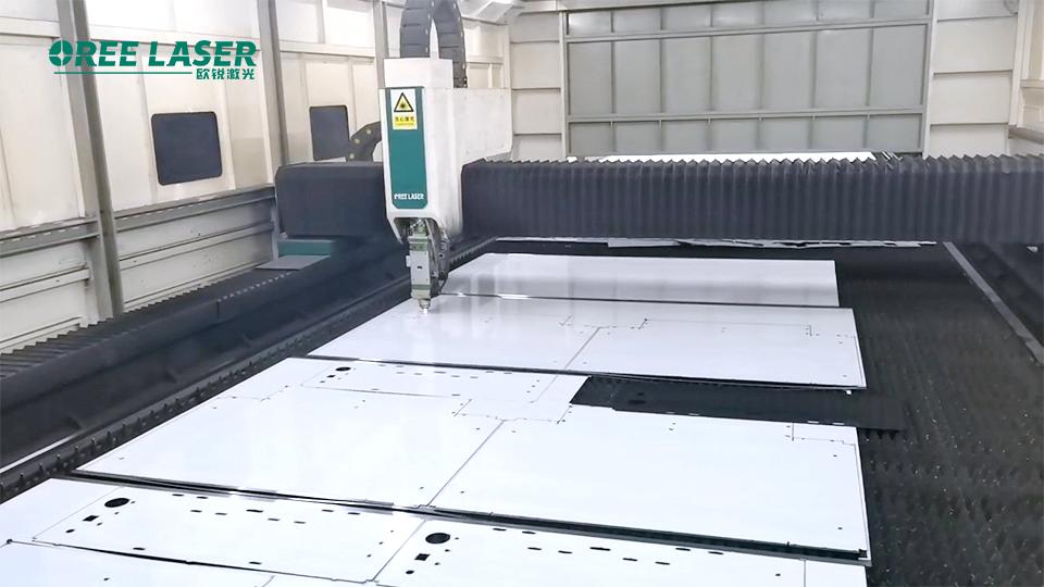 Mais duas máquinas! Operação eficiente de equipamento de corte a laser de 10.000 watts na linha de produção de Qingdao(图2)